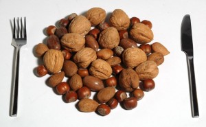 eating-nuts-to-prolong-life